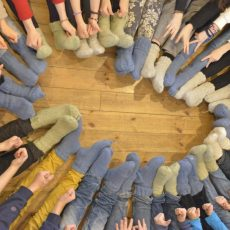Kodėl Valdorfo mokyklose vaikai mezga?